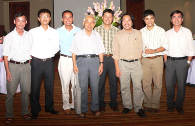 Professor Vo Quy and young conservationists