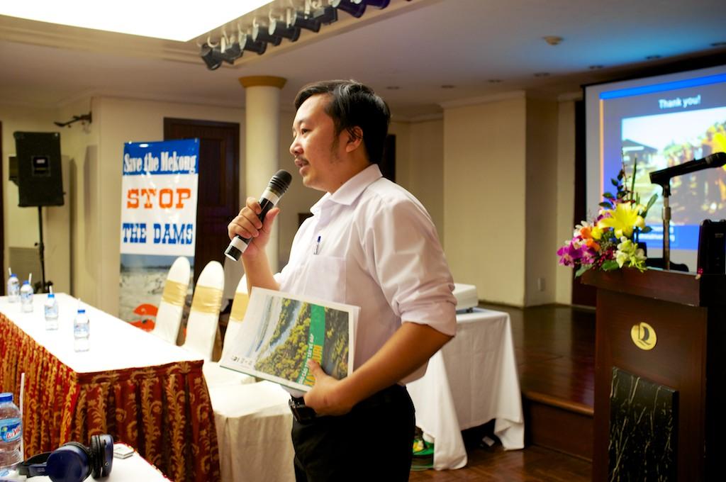 Ông Trịnh Lê Nguyên - Giám đốc Trung tâm Con người và Thiên nhiên điều hành hội thảo (Ảnh: VRN)