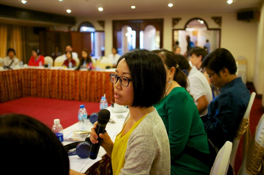 Nhà báo đặt câu hỏi cho các diễn giả (Ảnh: VRN)