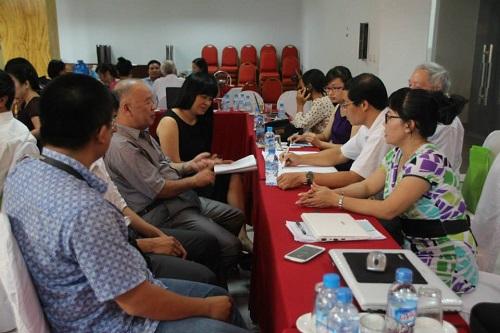 Các nhà báo thảo luận tại hội thảo (Ảnh: PanNature)