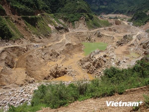 Khai thác khoáng sản hủy hoại môi trường (Ảnh: Hùng Võ/VietnamPlus)