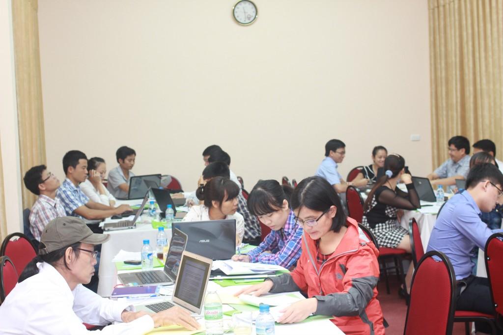 Các học viên tại buổi tập huấn (Ảnh: PanNature)