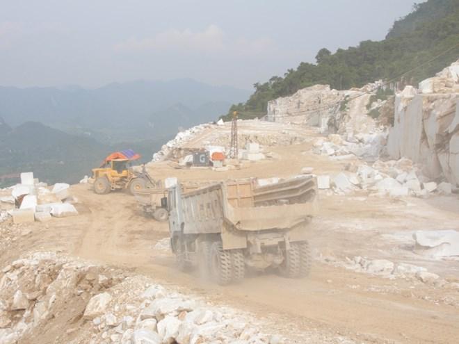 Khai thác khoáng sản gây ô nhiễm môi trường (Ảnh: Hùng Võ/VietnamPlus)