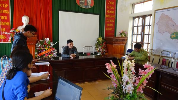 Ảnh: Nhóm cán bộ PanNature trao đổi về mục đích cũng như kế hoạch phối hợp thực hiện Dự án  với  lãnh đạo KBTTN Xuân Nha