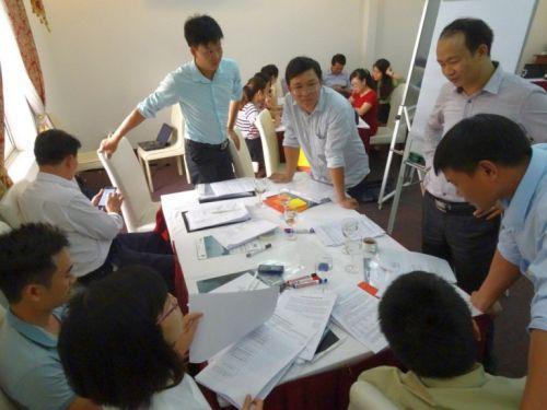 Học viên khóa học thảo luận nhóm (Ảnh: MCD)