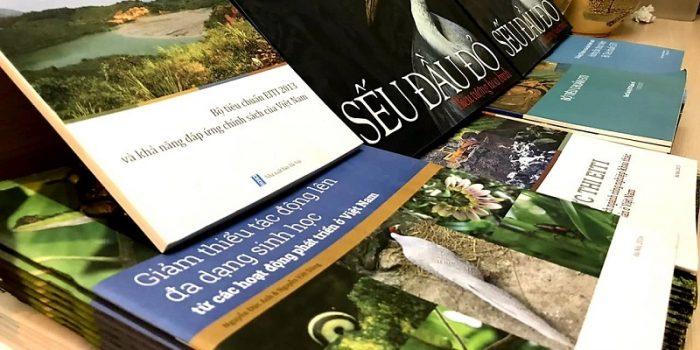Chương Trình Tặng Sách Về Tài Nguyên Thiên Nhiên – Môi Trường